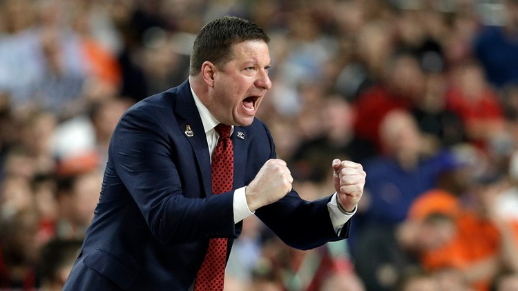 Texas replacing Shaka Smart with Chris Beard as next men's basketball coach, reports say