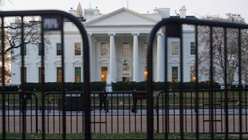 White House lockdown lifted after airspace violation