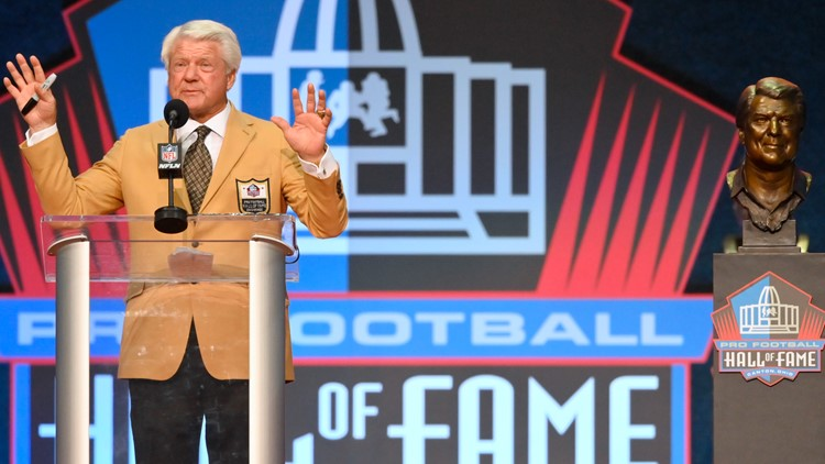 Johnson thanks assistants, players for Pro Football Hall of Fame induction