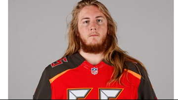 Tampa Bay lineman broke arm in 2nd quarter, played the rest of the game